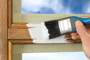 Покраска деревянных окон на объекте